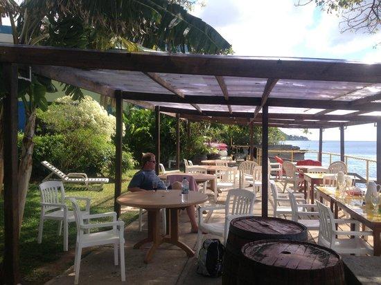 Castle Comfort Dive Lodge :                                     Dining Area 1