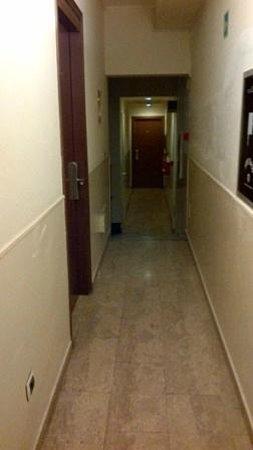 Hotel Nettuno:                   corridoi stanze
