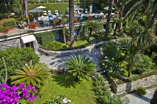 Metropole: giardino piscina