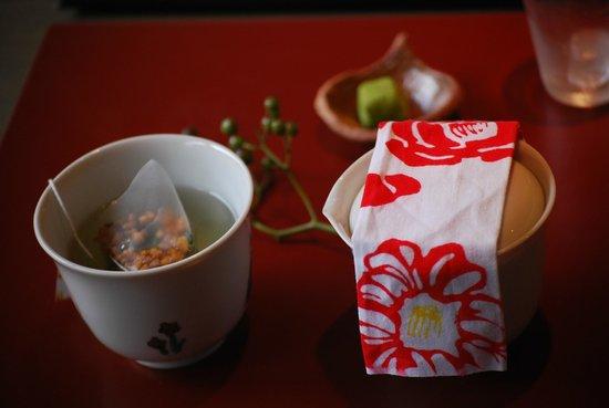 Higashichaya Old Town :                   お茶の試飲も頂きました