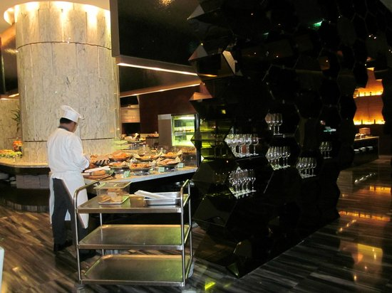 Le Meridien Bangkok:                   HOTEL