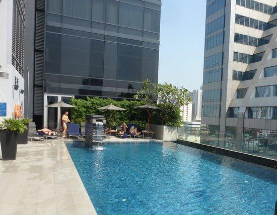 Novotel Bangkok Ploenchit Sukhumvit:                   La piscina