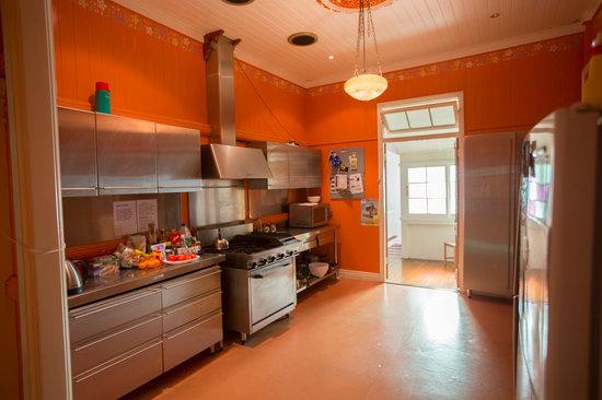 Minto Colonial Hostel: kitchen