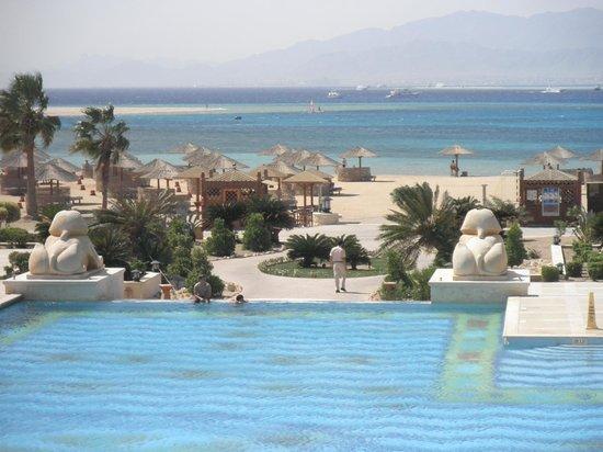 Sheraton Hurghada Hotel :                   magnifique plage très tranquille, beaucoup de place