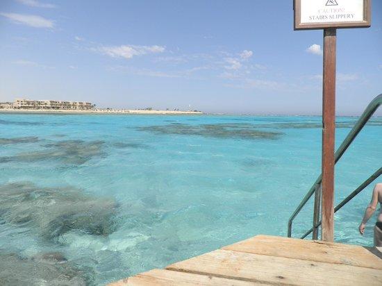 Sheraton Hurghada Hotel:                   lagon à 5 min. de l'hôtel, devant le centre de plongée The Breakers Diving & S