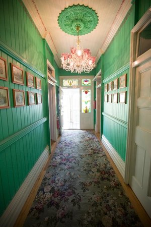 Minto Colonial Hostel: entry hall