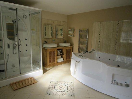 Grovewood House: Bathroom