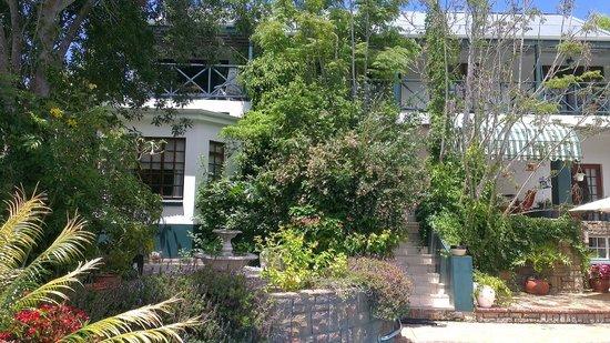 Edenwood Guest House:                   Haupthaus, Gartenseite