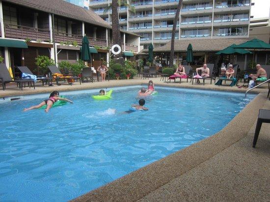Breakers Hotel:                   プールの様子