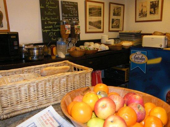 Gite-Auberge La Chouette : Buffet petit dej