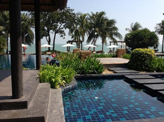 Movenpick Asara Resort & Spa Hua Hin:                   メインプール