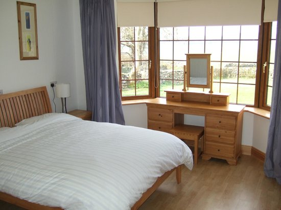 ‪‪Knockanore Farm‬: Bedroom Oak Lodge‬