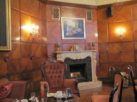Dobos :                   Fireplace