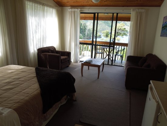 Lochmara Lodge - Wildlife Recovery and Arts Centre: Our Kakariki Chalet