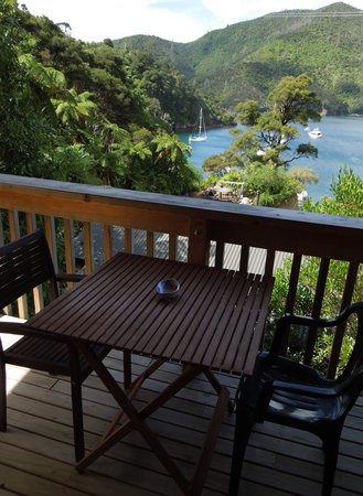 Lochmara Lodge - Wildlife Recovery and Arts Centre: Balcony and view of our Kakariki Chalet