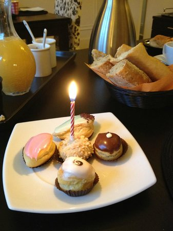 La Villa Paris :                   My Birthday Cake from Marie and Alex