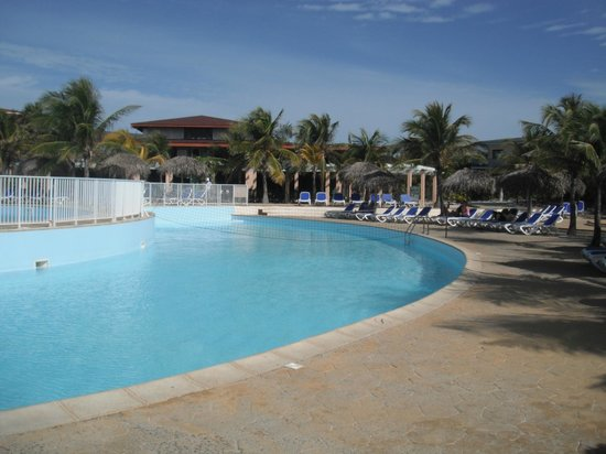 Piscine picture of iberostar playa blanca cayo largo for Club piscine longueuil