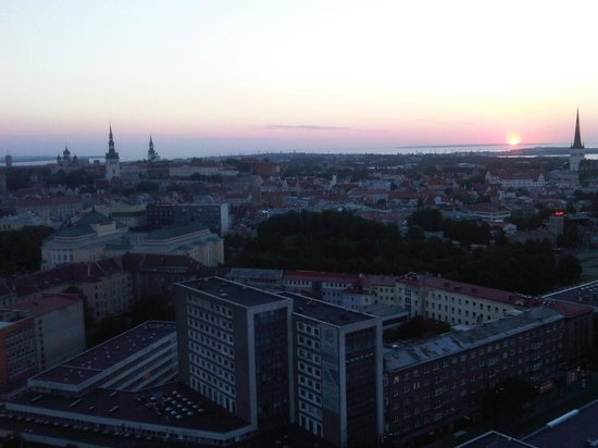 Radisson Blu Sky Hotel:                   Sunset view from Skylounge Radisson Blu Hotel Tallinn