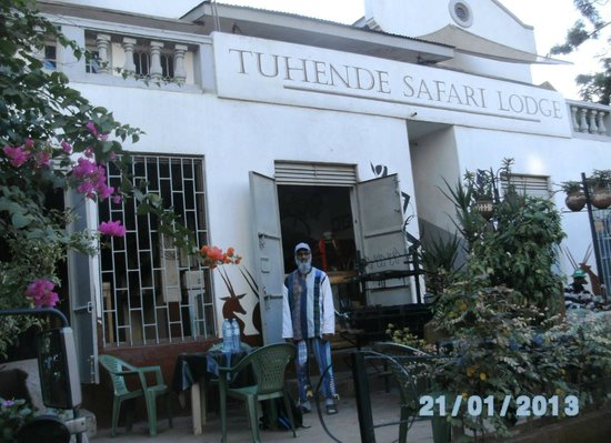 Tuhende Safari Lodge :                   Open area where you can eat outside.