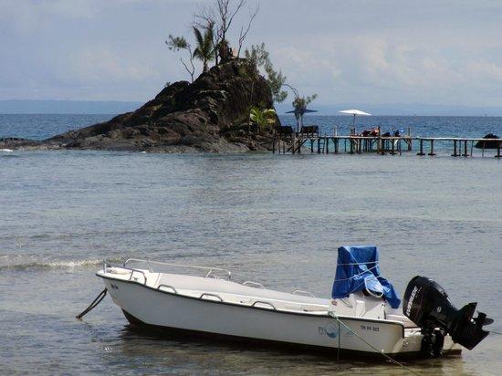 Hotel Libertalia:                   Zwemmen is mogelijk vanaf het eilandje