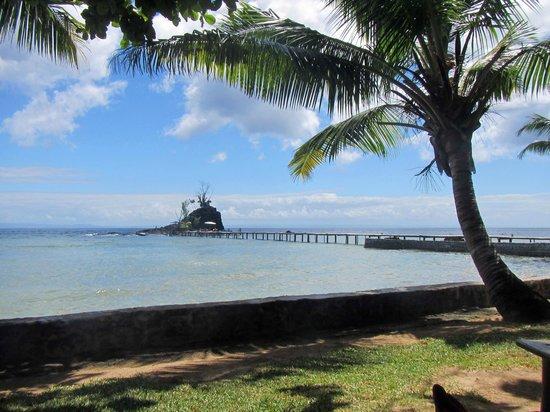 Hotel Libertalia:                   Zicht op het eilandje vanaf het restaurant