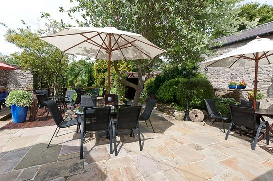 Rose Cottage Cafe: relax in our 40 seated outdoor area