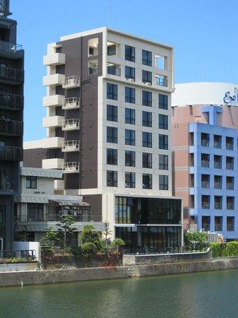 Candeo Hotels The Hakata Terrace :                   ホテル外観・那珂川「灘の川橋」より