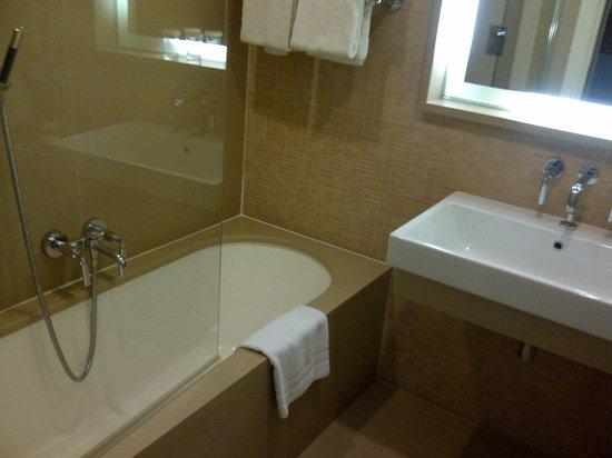 Hilton Garden Inn Florence Novoli: bathroom