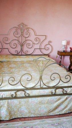 Villa Cicolina:                   Bed
