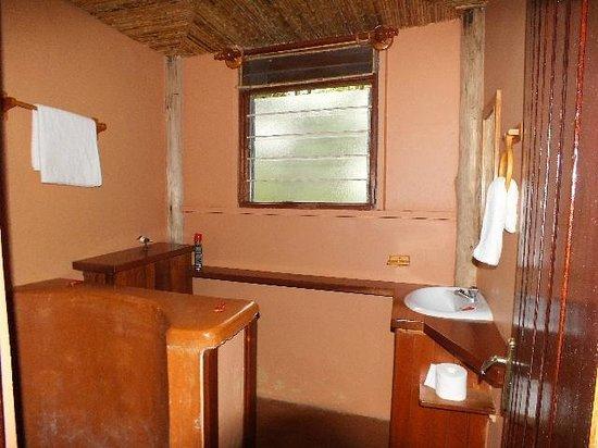 Trekkers Tavern : Clean and working bathroom.