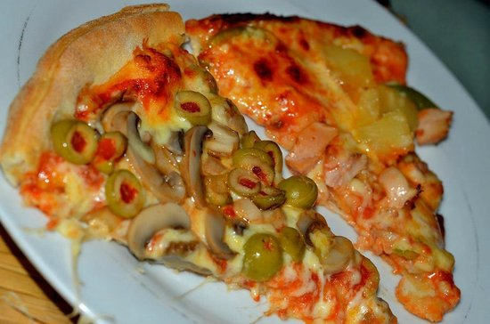 Mac's Pizzeria:                   mushroom and olive pizza