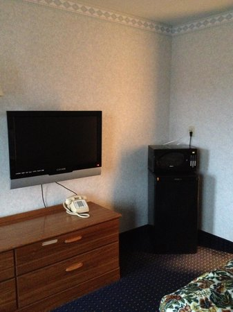 Americas Best Value Inn Decatur:                   Fridge, microwave and flat screen