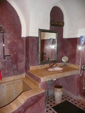 Riad d'Or Hotel:                   SDB en Tadelak