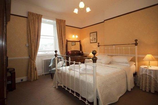 Acorn House Hotel: King Size room with en suite shower room