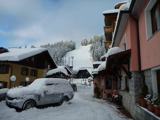 Alpen Hotel Vidi:                   close to ski in / out