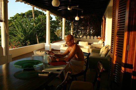 Tamarind Village Apartments: Balkony