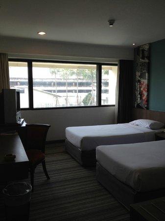 Narai Hotel:                   スーペリアルーム