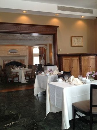 Cranwell Spa & Golf Resort:                   breakfast room