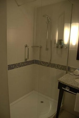 Hampton by Hilton Liverpool City Centre: shower