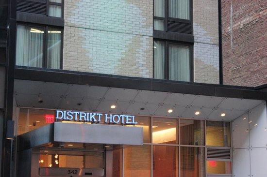 Distrikt Hotel:                   Entrance