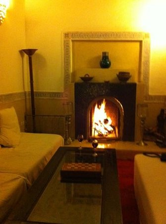 Riad El Zohar: log fire to warm us up in the evening