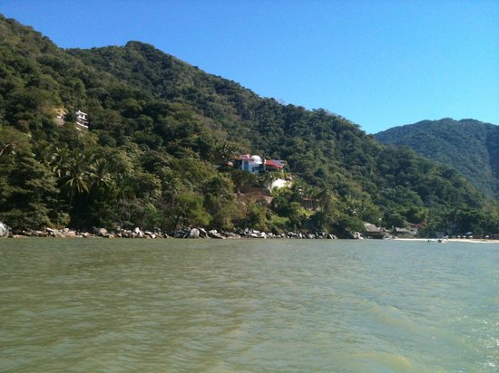 Humu Humu Day Charters :                   Mountainous coastline of Banderas Bay