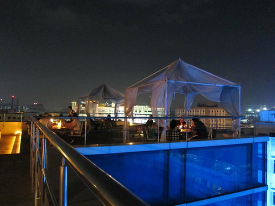 Taj Club House: Rooftop dining at Kefi