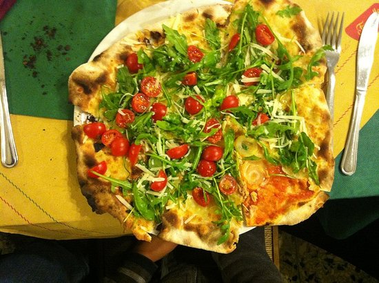 Pizza Express:                   Pizza rucola, pachino e grana