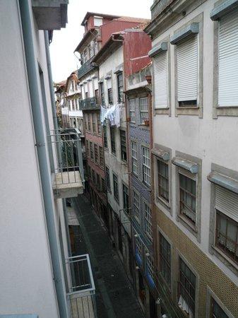 Pestana Porto Hotel:                   部屋の窓から  裏側