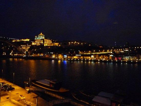 Pestana Porto Hotel:                   部屋の窓から
