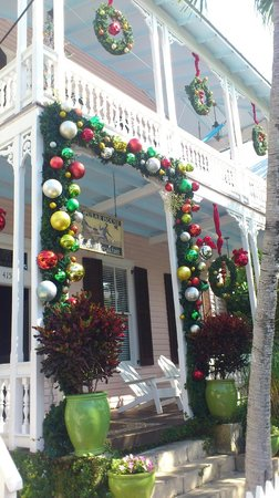 Key West Bed and Breakfast: The exterior at Christmas time