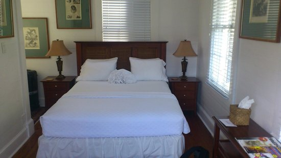 "Key West Bed and Breakfast: Nice queen sized bed in ""The blue room"""