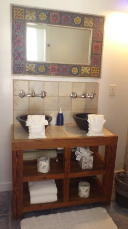 "Key West Bed and Breakfast: The sinks in the bathroom, ""The blue room"""