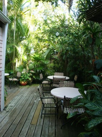 Key West Bed and Breakfast: Outside where you can sit for breakfast